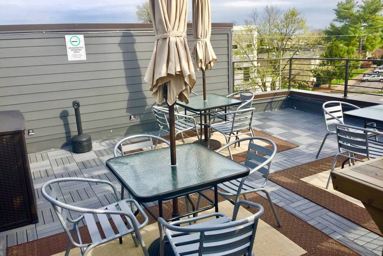 Rooftop Townhouse near Downtown with Pergola