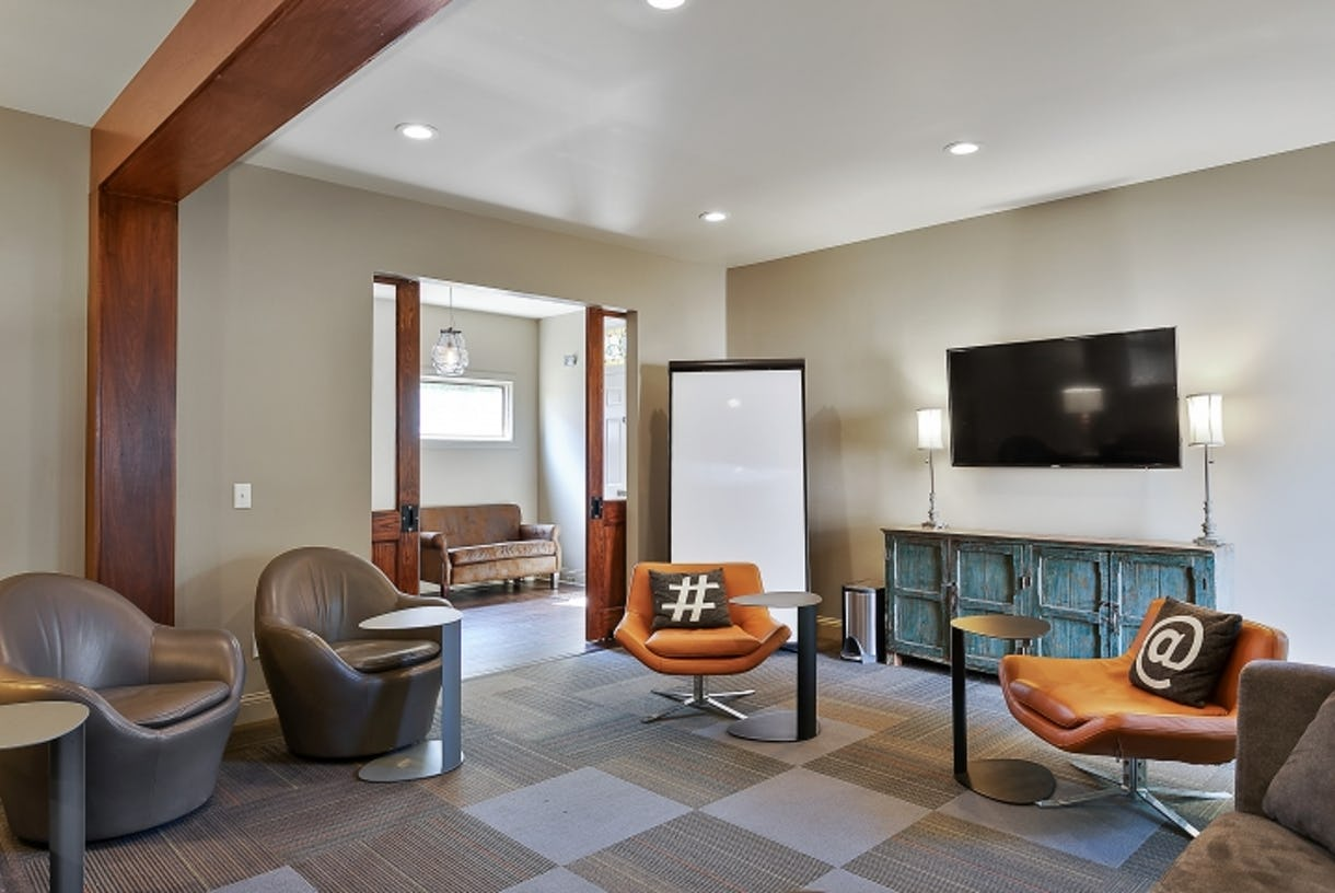 1212 Germantown Meeting Room for up to 14 - The Austin Powers Room + Kitchen Bar Access