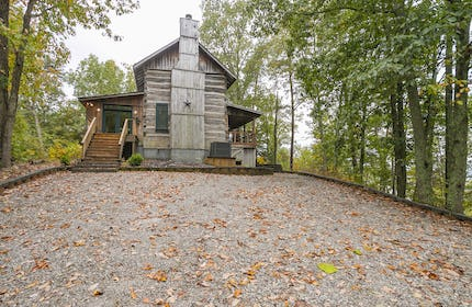 Historic Family Cabin with 270 degree views of Kentucky Lake