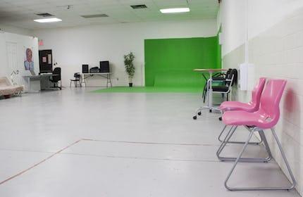 Photography Studio With Cyc & Lights