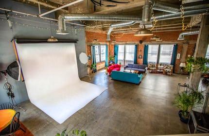 Photo studio / Film location in a DTLA Penthouse Loft