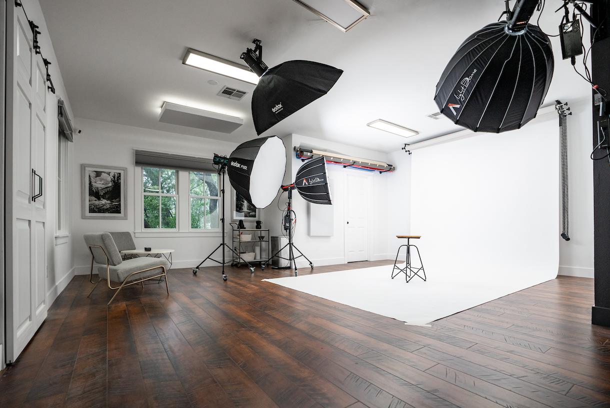 Modern, Bright, Centrally Located Photo/Video Studio