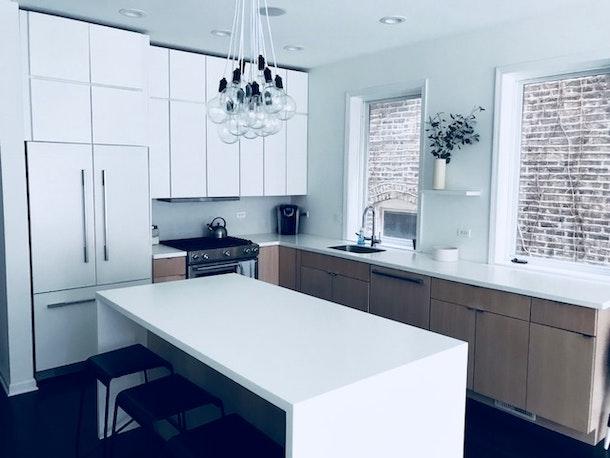 Bright modern Wicker Park condo - lots of white