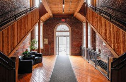 Beautiful Exposed Brick Loft with City Overlook