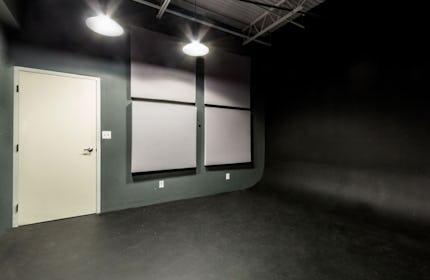 Black Infinity Room