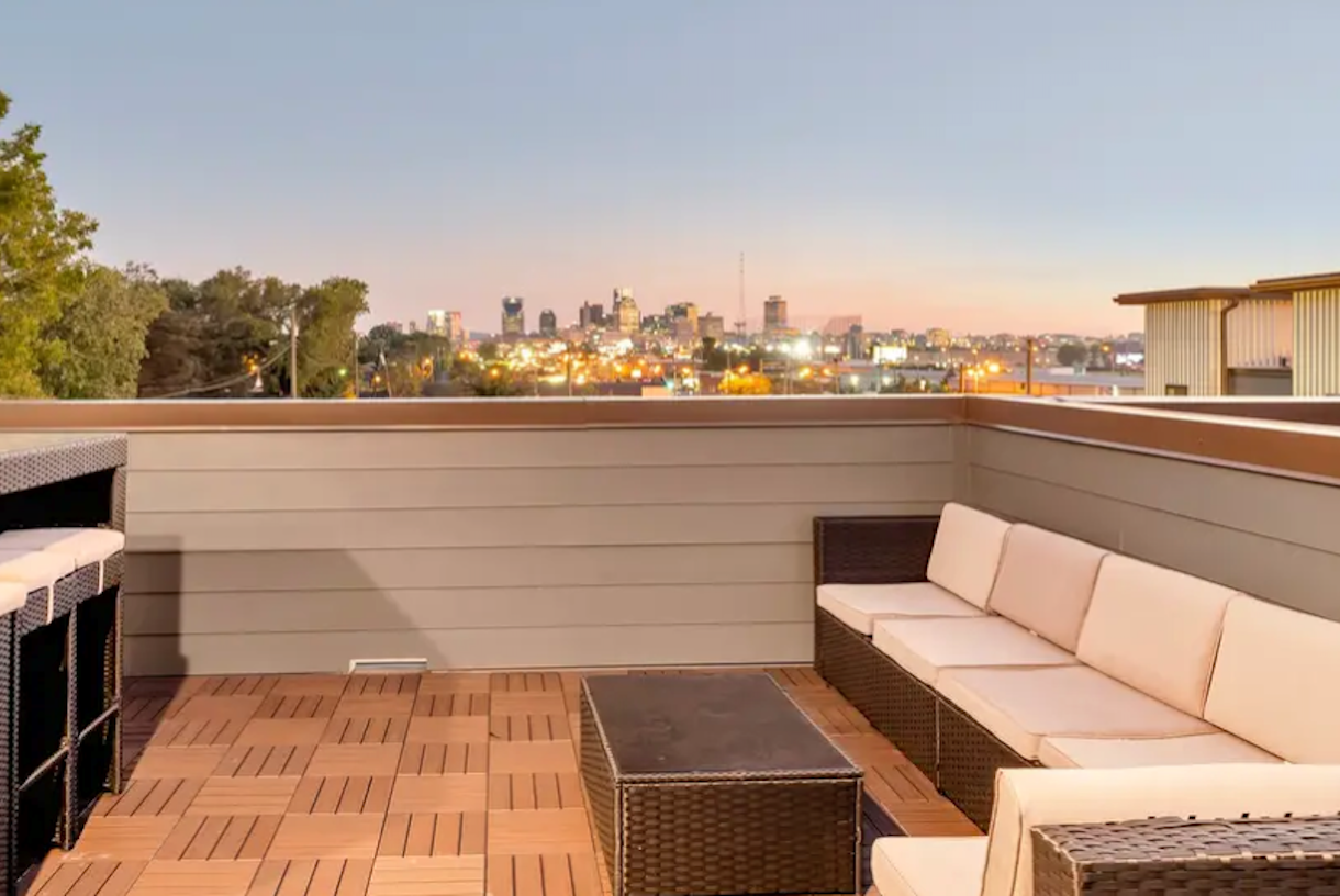 The Vue Rooftop Deck - Giant View of Downtown Nashville