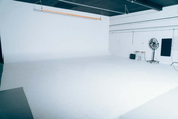 Green Light Studios / Giant Cyc Wall / 2500 Sqft / Garage Load in/ Natural light/ Glam and Dressing Rooms