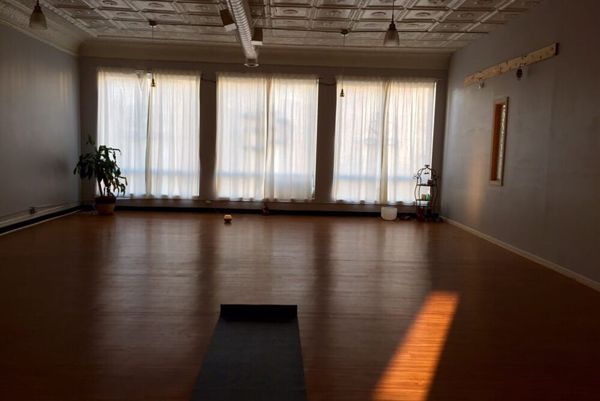 1000sf+ Bright Studio Space. Hardwood Floors, High Vintage Tin Ceilings, Floor to Ceiling Windows.
